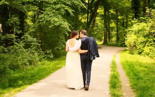Brautpaar im Park Hochzeitsfotos in München
